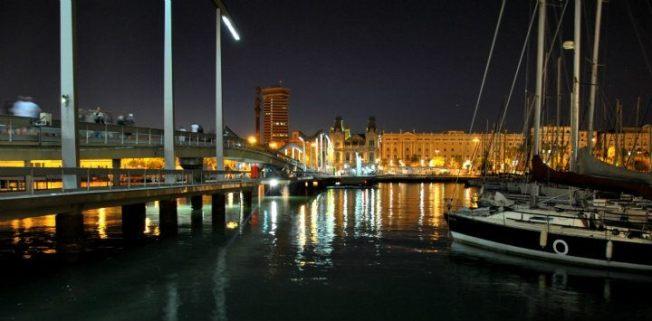 porto di barcellona di notte
